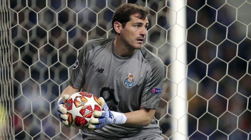 """La récupération d'Iker Casillas, hospitalisé mercredi pour un infarctus, """"se passe très bien"""", selon sa femme."""
