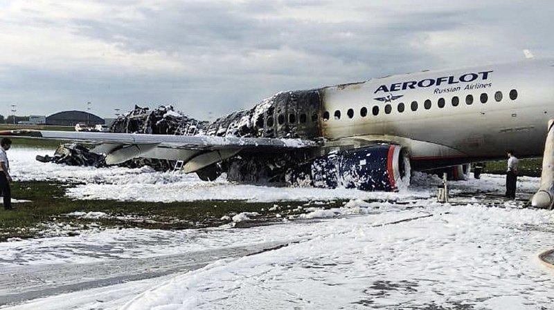Avion en feu à Moscou: le bilan grimpe à 41 morts