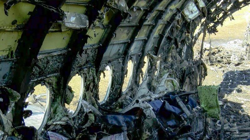 Selon le commandant de bord, c'est à cause du violent atterrissage que l'appareil a pris feu.