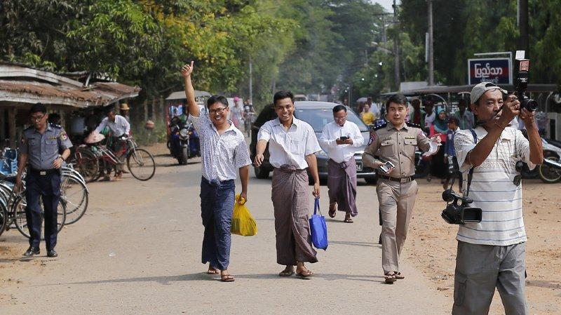 Les journalistes Wa Lone et Kyaw Soe Oo sortent de la prison de Rangoun en Birmanie, après plus de 500 jours de détention.