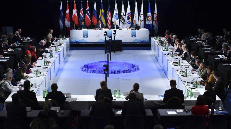Au terme de la 11e réunion ministérielle du Conseil de l'Arctique en Finlande, l'habituelle déclaration commune finale a été remplacée par un texte sans aucune référence au changement climatique.