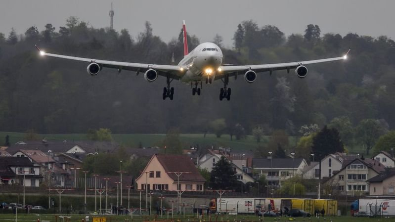 Deux élus zurichois veulent limiter l'utilisation de l'avion par les employés et les autorités de la Ville dans le cadre de leur travail.