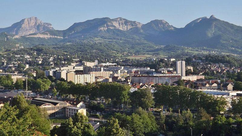 Le massif de la Chartreuse vu depuis Chambéry, au premier plan.