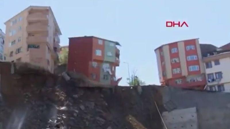 L'immeuble a pu être entièrement évacué avant qu'il ne bascule dans le trou du chantier.