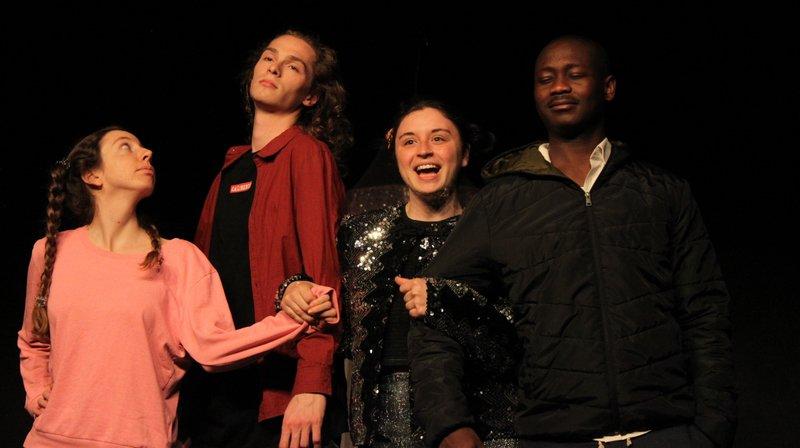 La troupe du Théâtre universitaire neuchâtelois a travaillé avec Pauline Schneider, Prix du cinéma suisse.