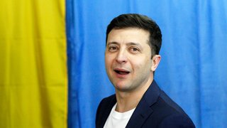 A peine élu, Volodymyr Zelensky pris entre deux feux