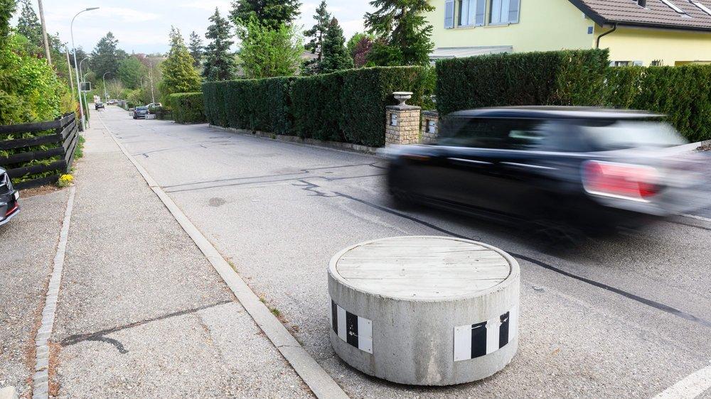 La rue des Prés est jugée trop étroite pour permettre le passage de véhicules lourds en toute sécurité.
