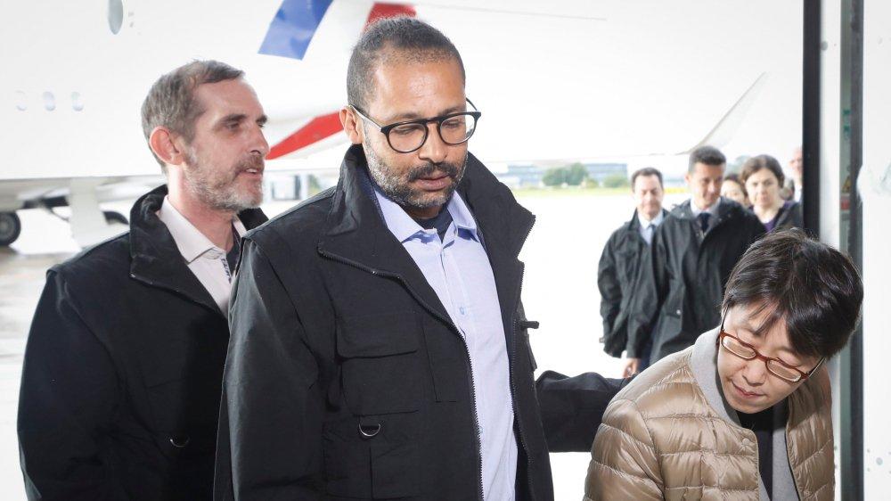 Patrick Picque (à gauche) et Laurent Lassimouillas sont arrivés samedi en France. Ils ont été libérés la veille au Burkina.
