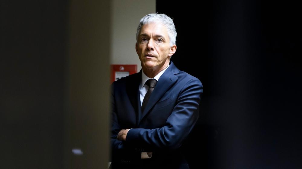 Michael Lauber devra attendre pour savoir s'il peut briguer un troisième mandat à la tête du Ministère public de la Confédération. La commission judiciaire du Parlement reporte l'élection à septembre.