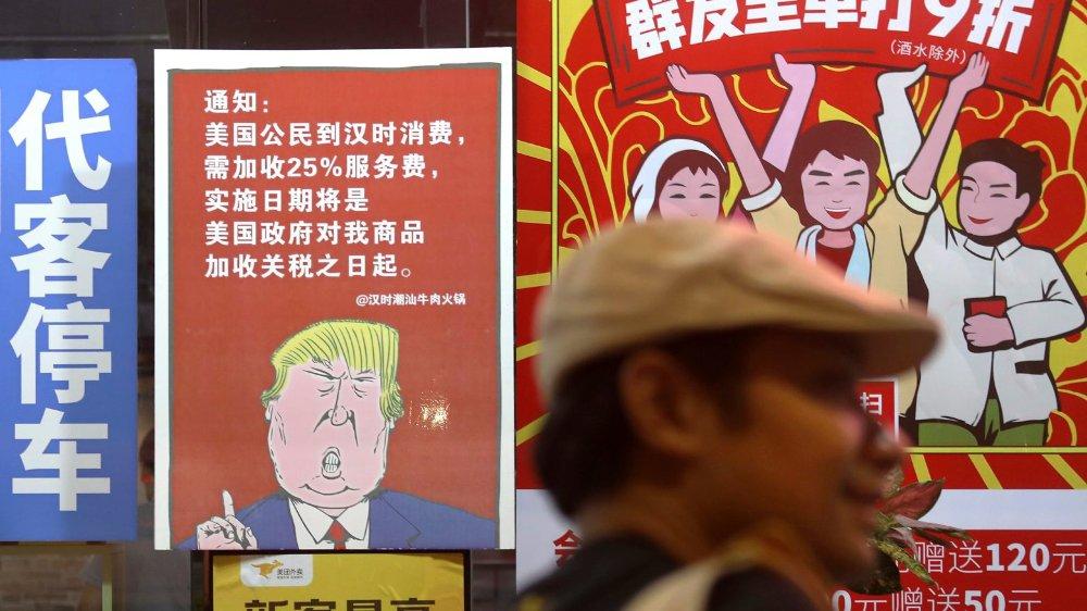 La guerre commerciale à laquelle se livrent Donald Trump et la Chine pourrait avoir de gros impacts sur les consommateurs des deux pays.