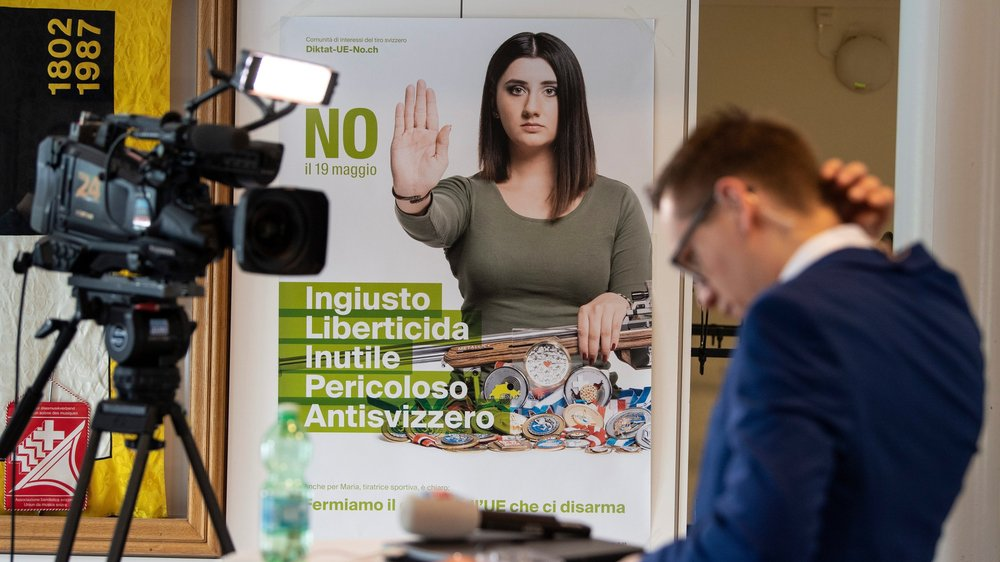 Les opposants à la révision de la loi sur les armes ont largement été désavoués par le peuple, seul le canton du Tessin les ayant suivis.