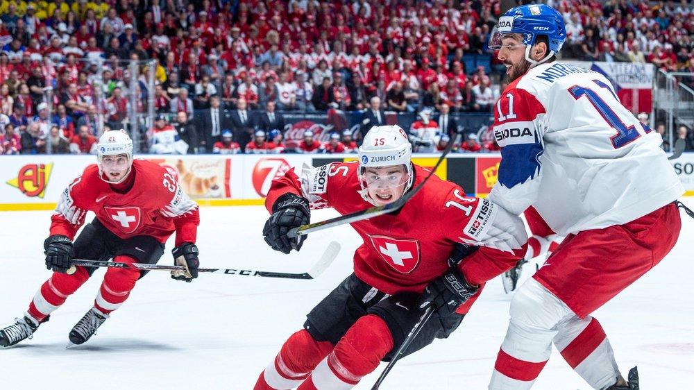 Les Suisses Kevin Fiala (à gauche) et Grégory Hofmann se sont bien battus mais ont fini par s'incliner face à Michal Moravcik et ses coéquipiers tchèques.