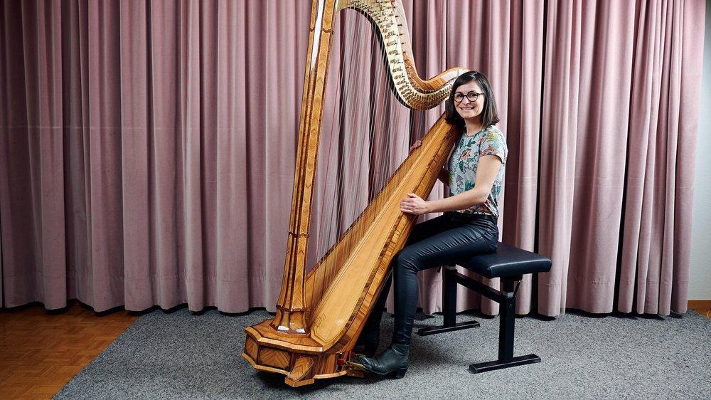 Les élèves d'Eléonore Courbin peuvent désormais étudier sur une nouvelle harpe d'étude et de concert.