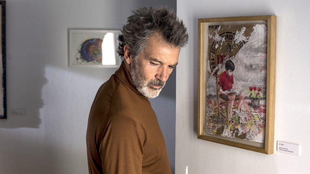 Alter ego du cinéaste, Salvador Malo (Antonio Banderas) est perclus de douleurs…