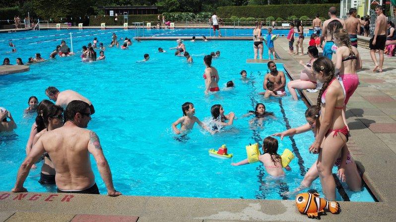 Le Locle: ouverture des portes de la piscine du Communal