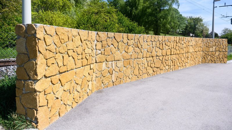 Peseux: des murs antibruit tout neufs devront être démolis car non conformes au permis de construire.