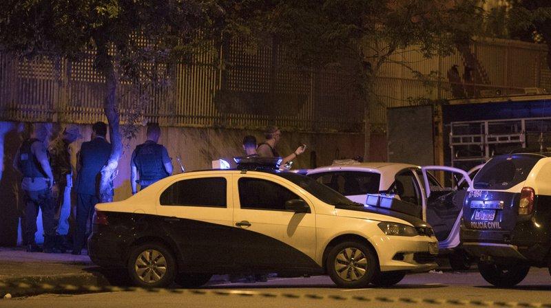 La tuerie aurait été perpétrée par sept hommes armés, arrivés à bord d'une moto et de trois voitures.