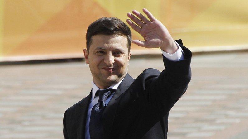 L'ex-comédien et humoriste Volodymyr Zelensky a été investi président d'Ukraine lundi.