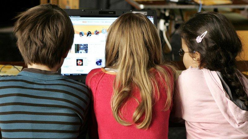 Utilisation d'internet: la plupart des jeunes Suisses ont déjà rencontré une situation à risque
