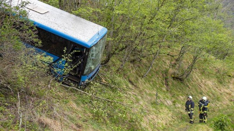L'opération de dégagement du bus est prévue ce mardi après-midi. En attendant, la route reste fermée et une déviation est en place.