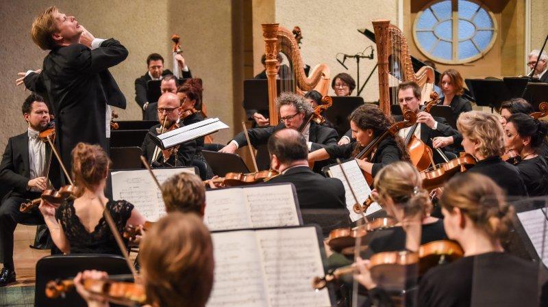 Cent quatre-vingt-trois musiciens, dont 130 choristes, ont investi la scène du temple du Bas pour la dernière prestation d'Alexander Mayer.