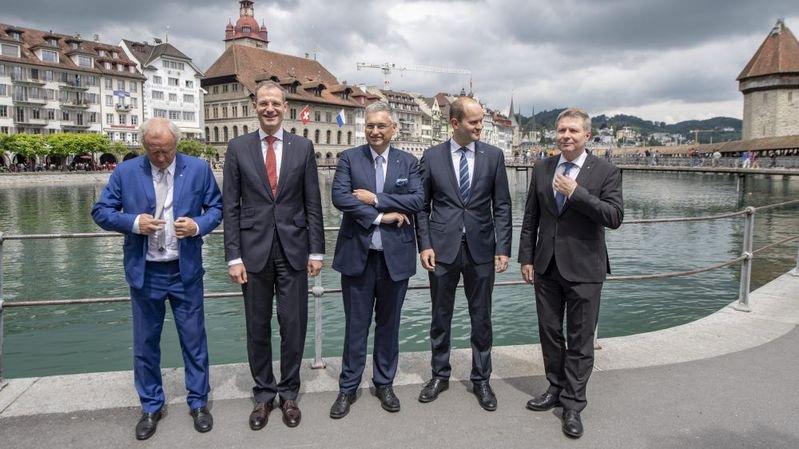 Masculine Lucerne, critiques contre l'UDC, élections à Soleure et aéroport de Berne, que dit-on outre-Sarine?