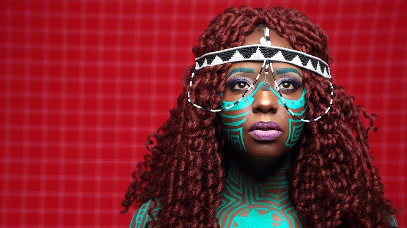 Muthoni Drummer Queen présentera son nouveau live à la Case à Chocs samedi.
