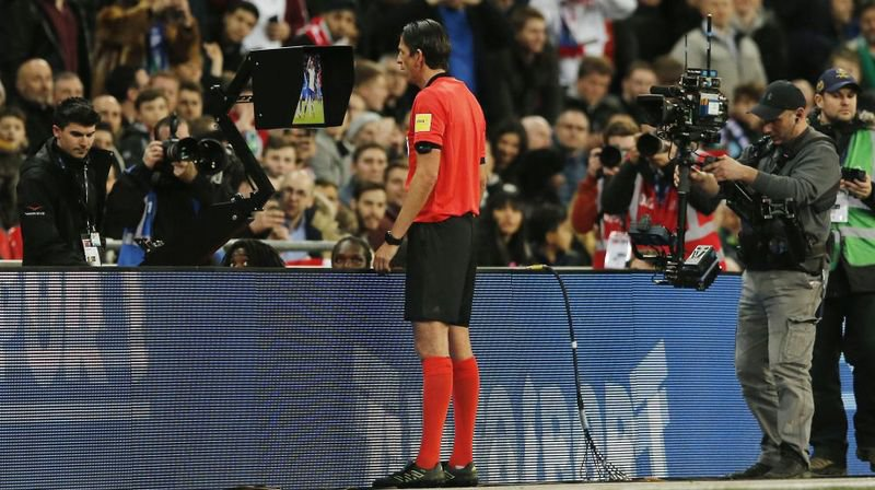 Petit à petit, l'assistance vidéo à l'arbitrage s'impose dans les compétitions de football.