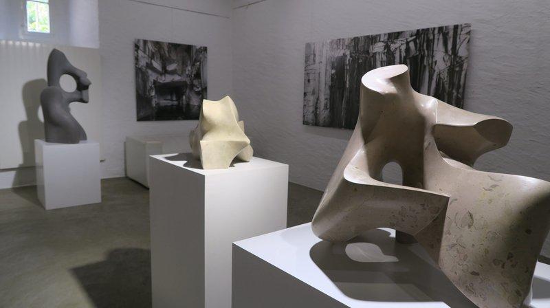 Les photographies d'Yves André et les sculptures d'Amadeus Furrer se conjuguent dans un même espace pour raconter la carrière de Carrare.