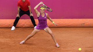 Conny Perrin à un match du bonheur, Timea Bacsinszky battue