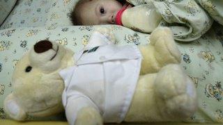Enfants gravement malades: un congé payé de 14 semaines pour les parents