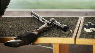 Votations: posséder une arme ne devrait pas coûter plus cher avec l'application de la réforme