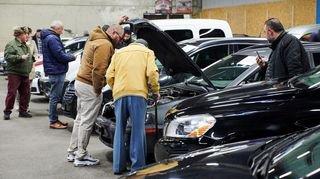 La vente de bolides de la police neuchâteloise a été courue, à La Chaux-de-Fonds
