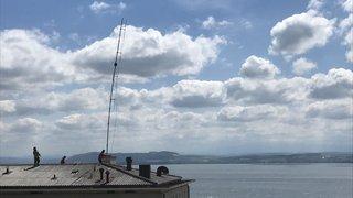 Le vent fait ployer une antenne à Neuchâtel