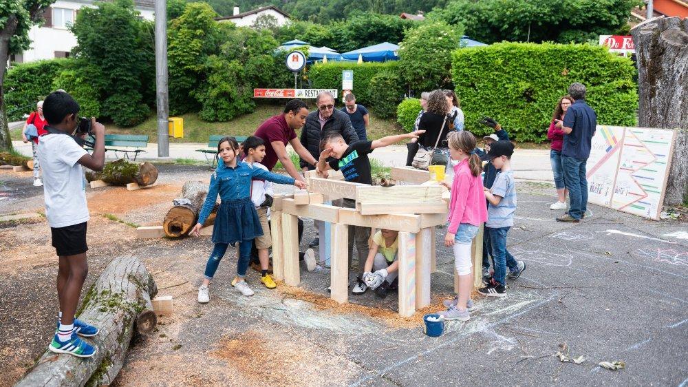 Dès vendredi matin, des enfants ont commencé à investir la place de La Coudre pour le lancement de la démarche participative.