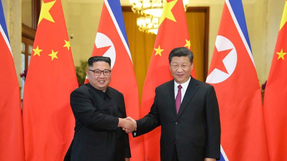 Xi Jinping (à dr.) a rencontré le Nord-Coréen Kim Jong-un à Pyongyang. Une première en quatorze ans pour un président chinois.