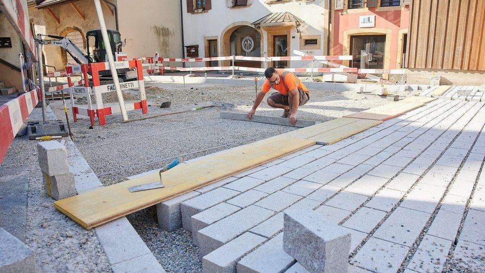 Le choix des pavés pour les rues du centre du village a par exemple été difficile.