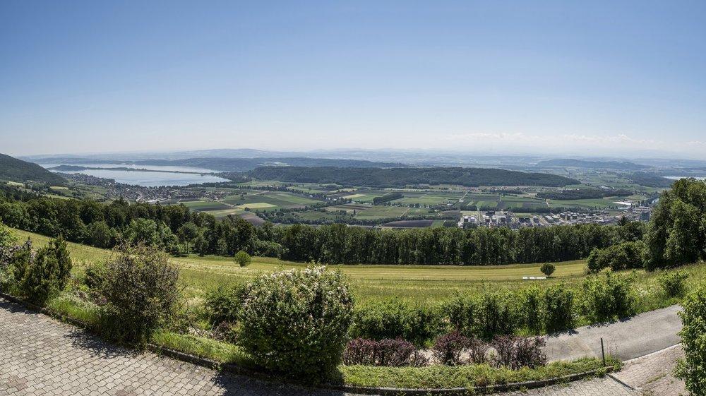 Plusieurs communes de l'est neuchâtelois ont des problèmes d'approvisionnement en eau potable en cas de sécheresse. Ici, une vue du Landeron depuis Enges.