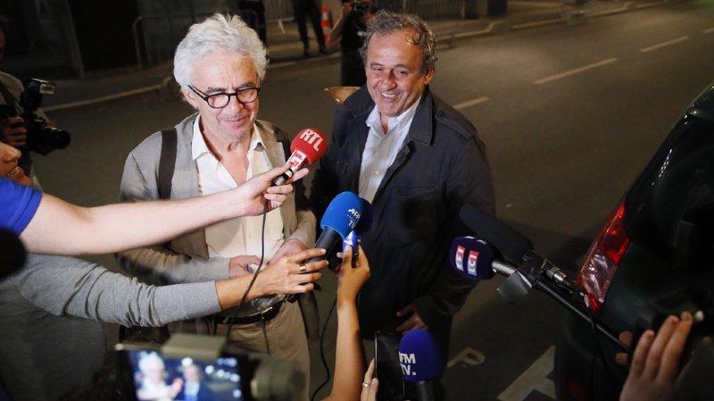 Michel Platini et son avocat répondent aux questions des journalistes après la garde à vue de plusieurs heures.