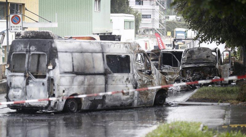 Mont-sur-Lausanne: convoi de fonds attaqué et véhicules incendiés, appel à témoins