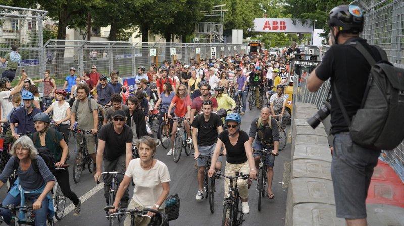 Berne: un millier de cyclistes manifestent contre le Grand Prix de Formule E