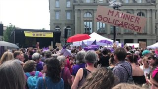 Grève des femmes: 15h24, à partir de maintenant les femmes travaillent gratuitement