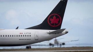 Une passagère d'Air Canada se réveille, seule dans un avion plongé dans le noir