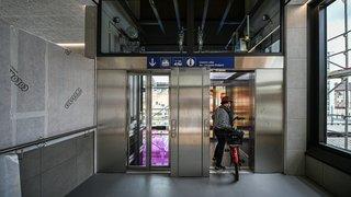 L'un des deux ascenseurs de la gare de La Chaux-de-Fonds est vite tombé en panne