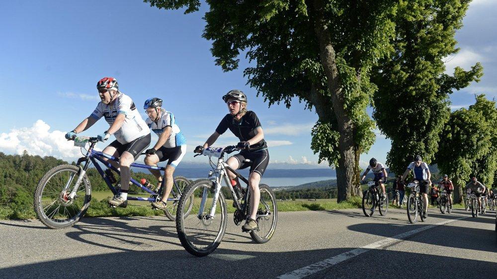 Les participants de la Raiffeisen Trans entameront cette quatrième étape en gravissant la montée des Grattes au-dessus de Rochefort.