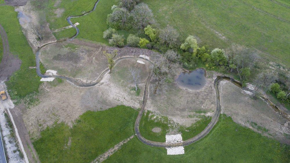 En 20 ans, la gestion des cours d'eau a évolué, mais peut-être insuffisamment. Ici, le Seyon entre la Borcarderie et le Moulin de Bayerel.