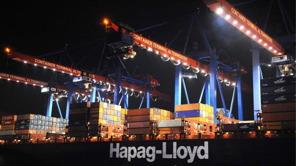 La numérisation de certaines activités traditionnelles pousse les employés de différents secteurs, portuaire par exemple (ici le port de Hambourg), à changer d'activité.