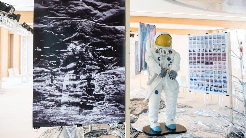 A Bienne, l'Ecole d'arts appliqués de La Chaux-de-Fonds célèbre les 50 ans des premiers pas de l'homme sur la Lune en partenariat exclusif avec Omega.