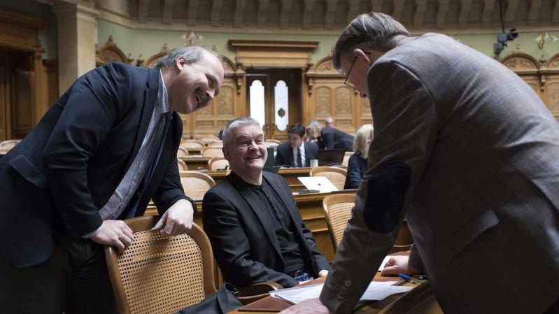 Les conseillers nationaux Philippe Bauer, Denis de la Reussille et Raymond Clottu, de gauche à droite.