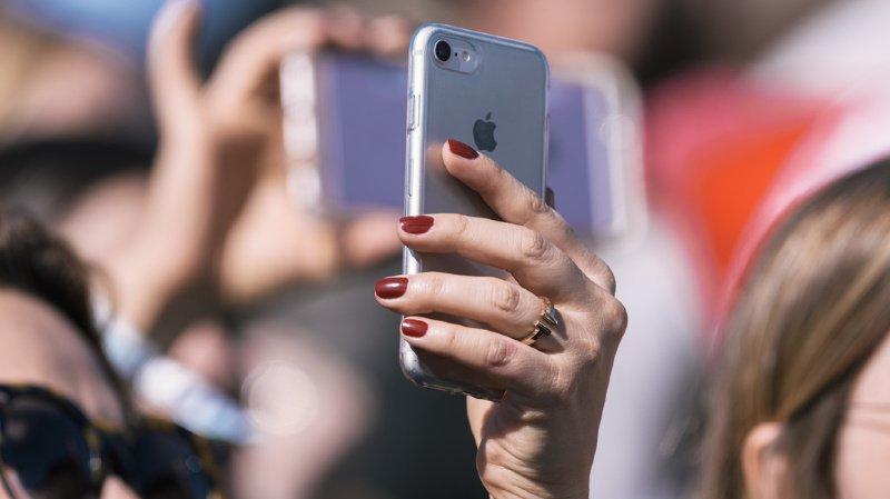 Les téléphones portables, tablettes, imprimantes, appareils photos, hauts-parleurs et jeux vidéos sont moins chers en Suisse que dans les pays limitrophes. (illustration)